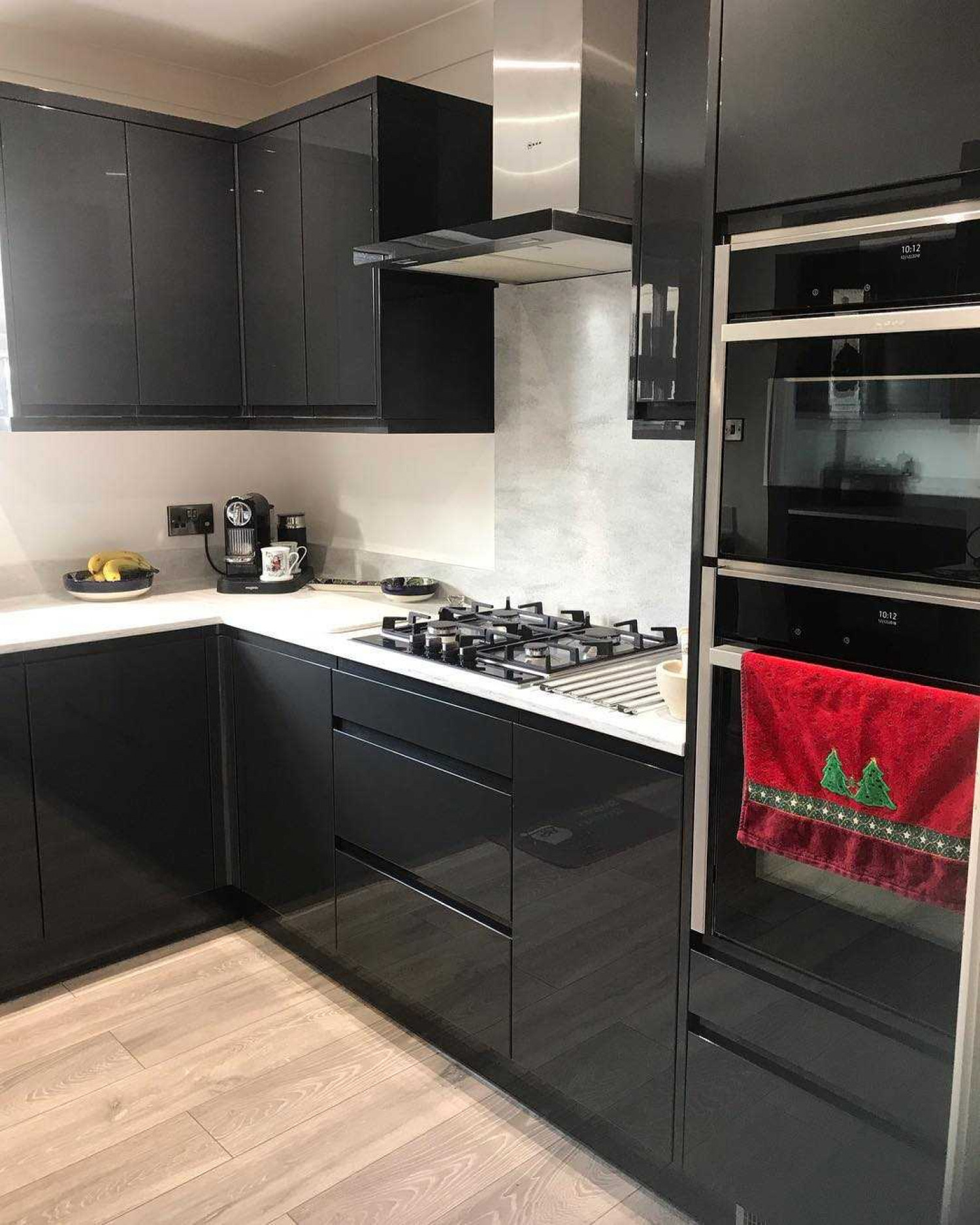 L Shaped Kitchens Black Cabinets